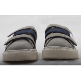 Scarpe Grige e strappi Blu